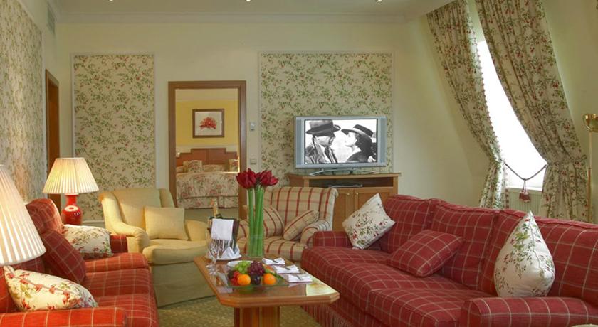 заменить шторы в гостинице